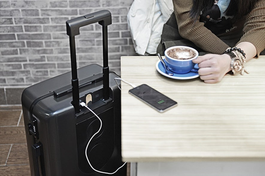 The Ready Travel bag features all of the major smart features available on many smart suitcases.